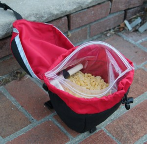 Small saddlebag containing 1 liter of macaroni